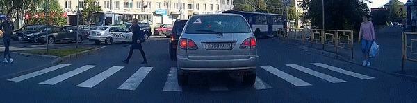 Фокус - прохождение человека сквозь машину Автомобилисты, Машина, Пешеход, Водитель, Гифка
