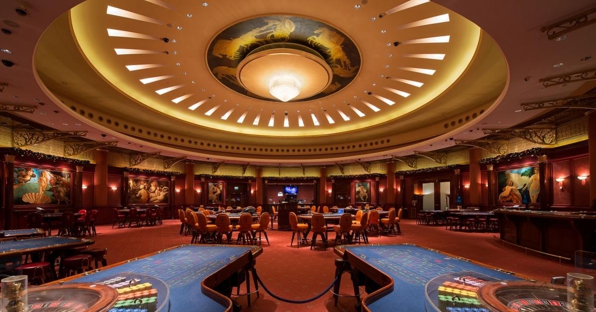 Ресепшн казино обязанности поджог казино на камчатке