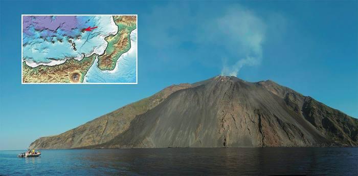 Любимое место туристов, вулкан Стромболи, не проспал и двух месяцев Извержение, Сейсмическая томография, Гифка, Вулкан, Стромболи, Италия