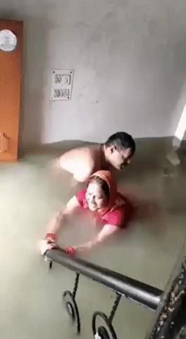 Наводнение? Давай научим тебя плавать