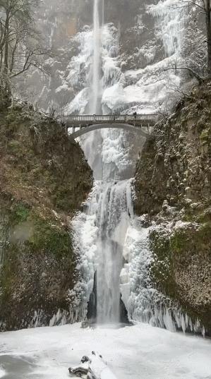 Малтнома Фолс в Орегоне выглядит так, будто вы на полпути к Ривенделлу.