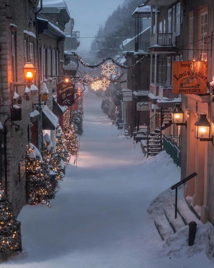 Новогодняя улица в Старом Квебеке