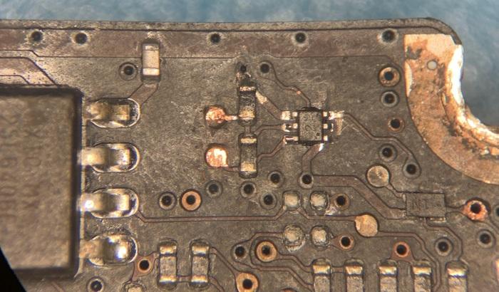 Таких ремонтов вы ещё не видели. Макбук про 13 искупался в бассейне. Часть 5