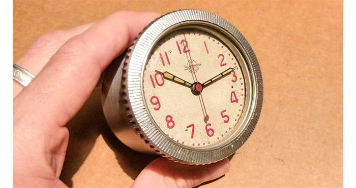 Танковые часы в деревянном корпусе