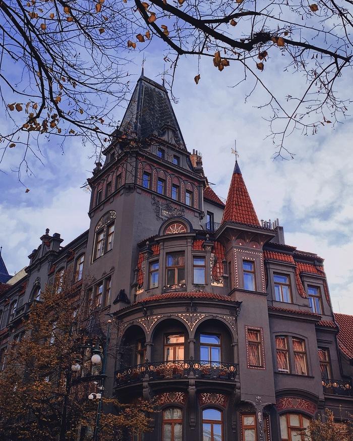 Самый красивый дом на улице самых дорогих бутиков Праги