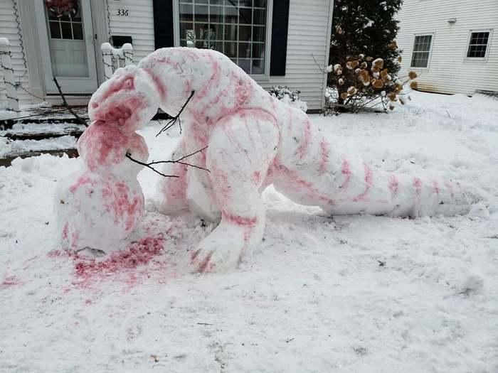 Соседи слепили снеговика