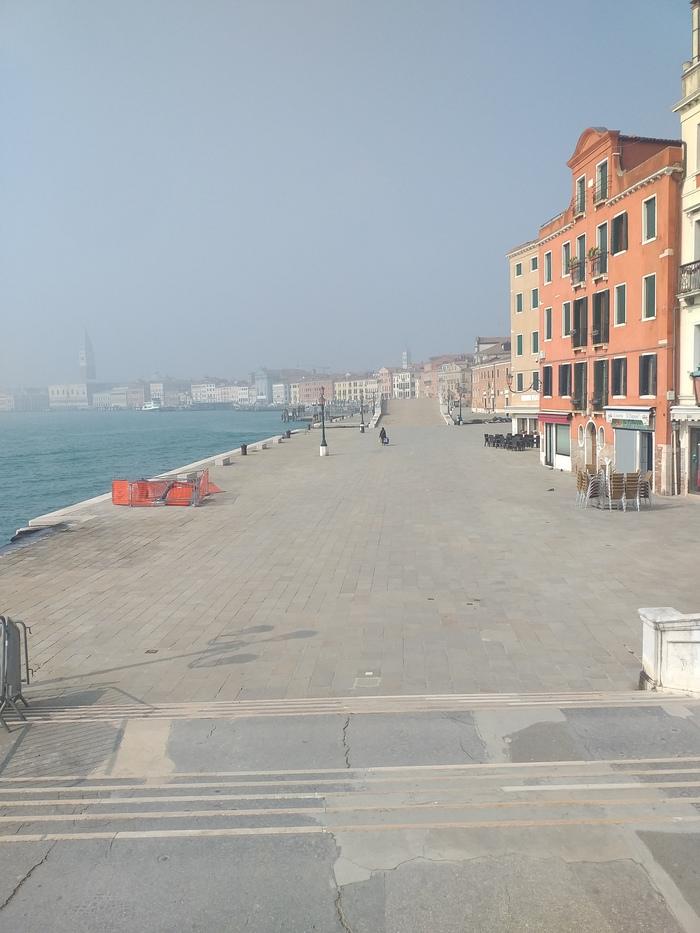 Венеция сегодня утром.Людей ....1