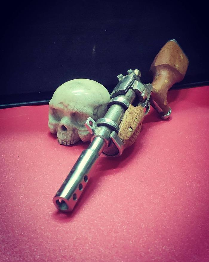 Диванный оружейник
