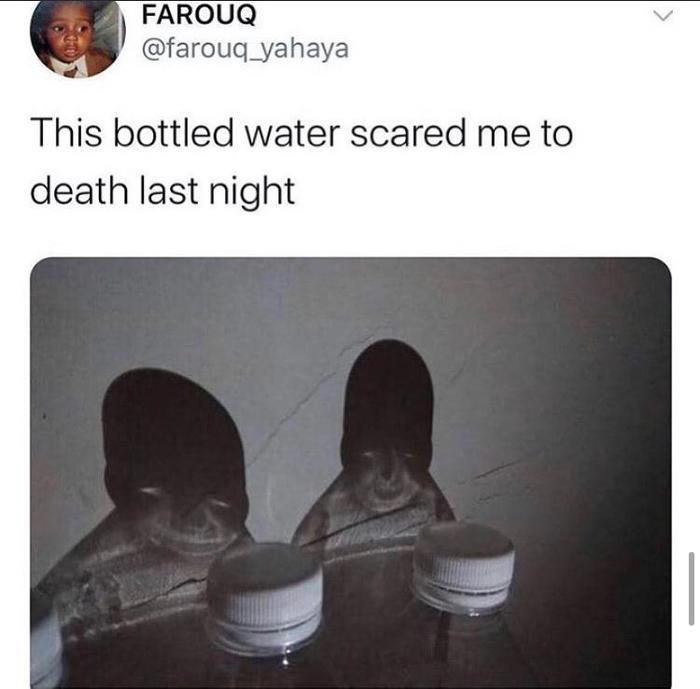 Эти бутылки с водой напугали меня до смерти прошлой ночью