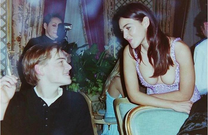 Молодой Леонардо Ди Каприо смотрит в глаза Монике Беллуччи