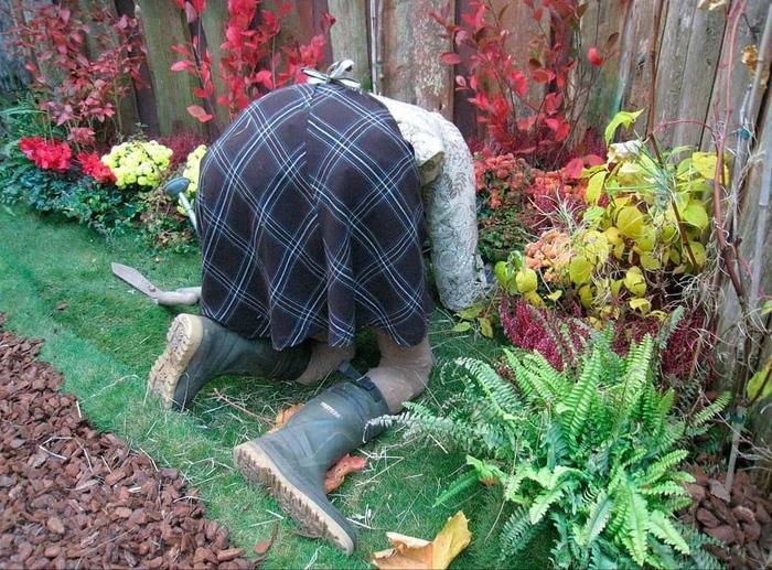 Муж сделал чучело на даче.Сосед неделю здоровался!