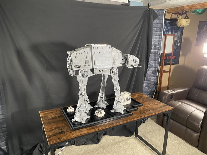 Огромный имперский шагоход АТ-АТ из Lego: 8600+ деталей, длина 86 см, ширина 46 см, высота 76 см