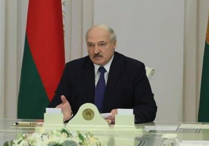 Беларусь закрывает наземную границу НА ВЕЗД ( как будто из-за коронавируса)