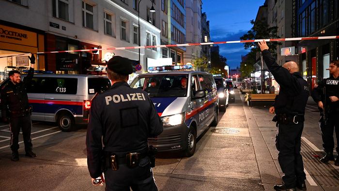 В Австрии решили закрыть радикальные мечети после теракта в Вене