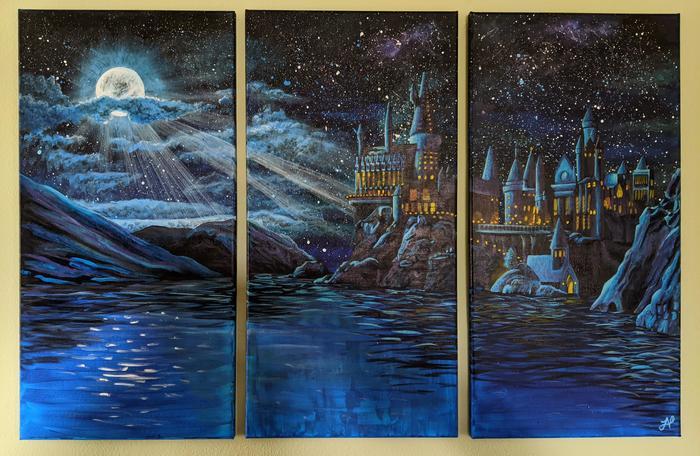 """Школа чародейства м волшебства Хогвартс"" на стене над телевизором"