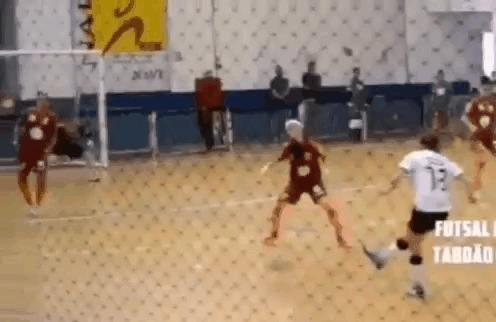 «Играешь, как девчонка!» © Спорт, Мини-Футбол, Девушки, Финт, Гол, Радуга, Гифка