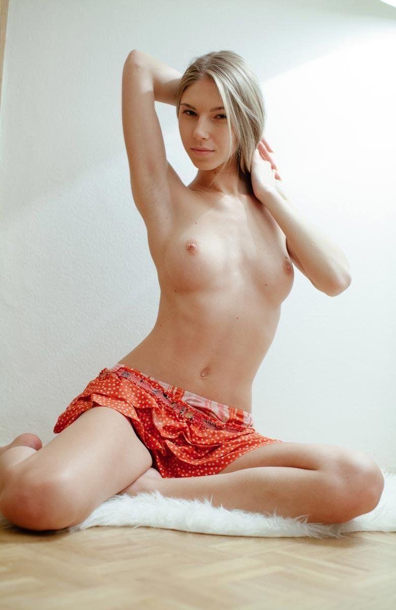 Молодая порно актриса ксюша и её бойфренд