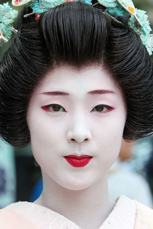 Японских девушек развращают в кинотеатрах 6