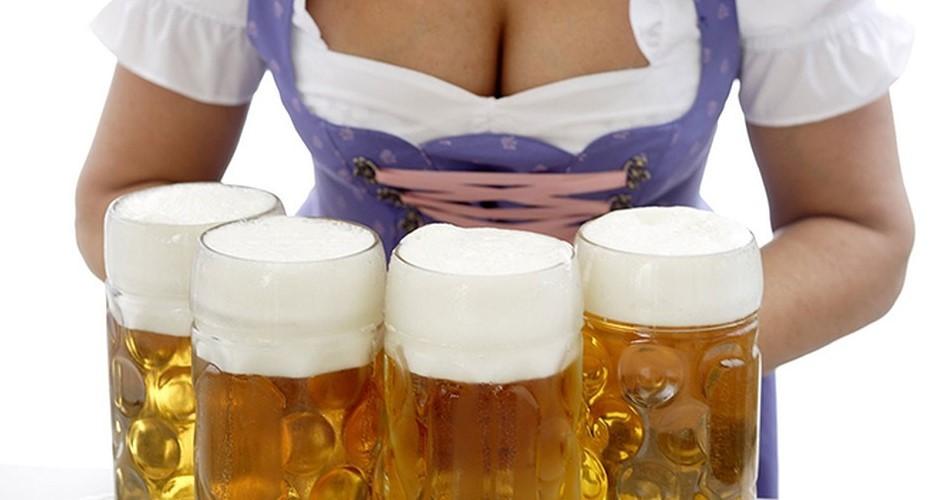 zasovivaet-v-zhopu-banku-piva