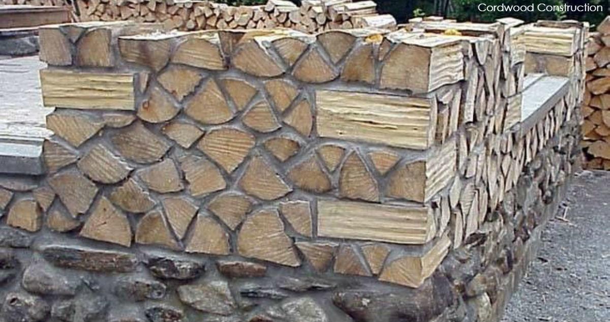 Как строят дома из дров и глины