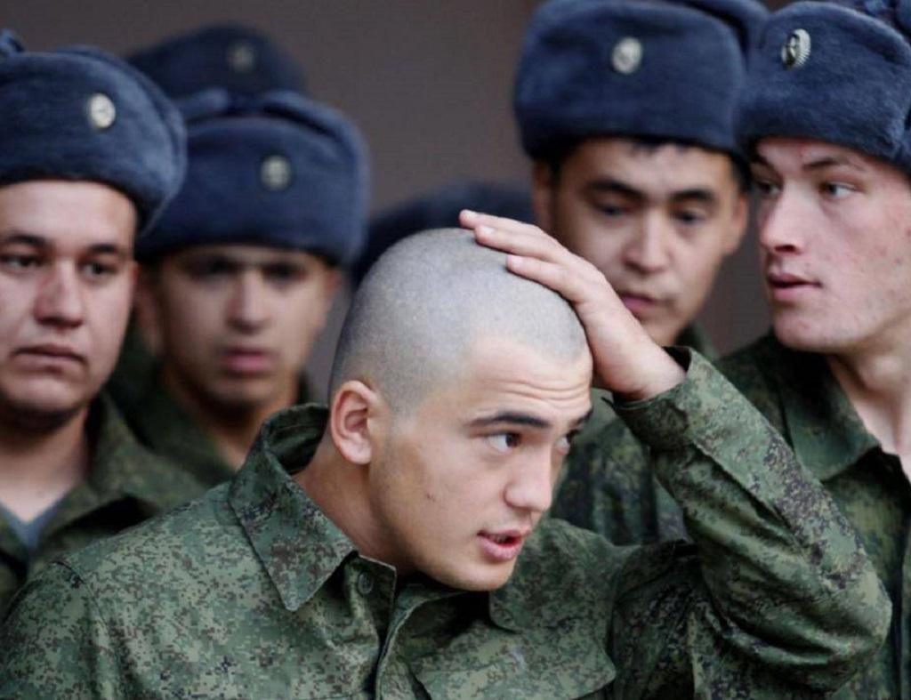 Русская девушка на осмотре в армию — photo 2