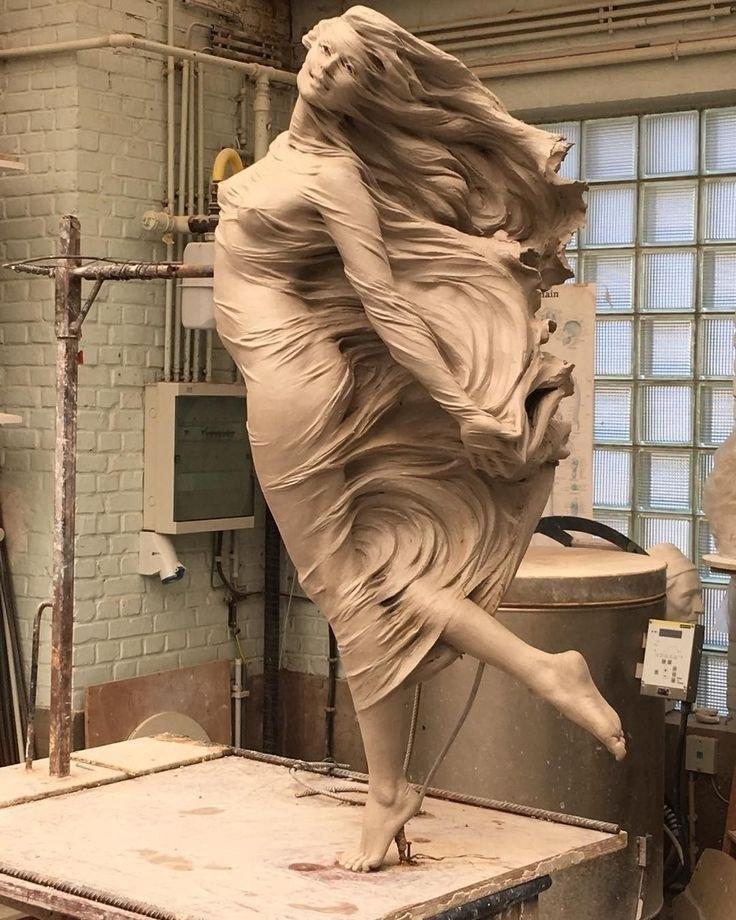 Девушка скульптор за работой работа киллера для девушки