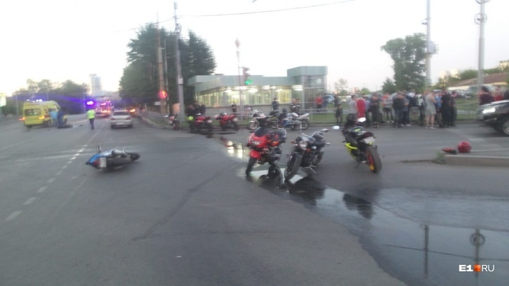 Ответ на пост «В Екатеринбурге погиб 36-летний мотоциклист, в которого влетел Mercedes»